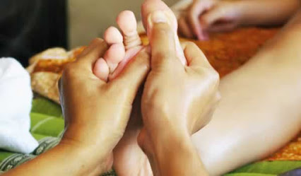 Reflexology, Massage and Acupuncture – 3 complementary ways to be pain free